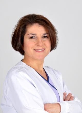 Dra. Josefina Vázquez, Dentista en Alcalá de Henares. Especialista en Ortodoncia Estética. Invisalign GOLD.